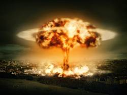 核彈爆炸怎存活 跳入水中能活命?