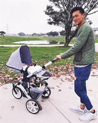 鍾承翰街頭遛嬰當暖爸