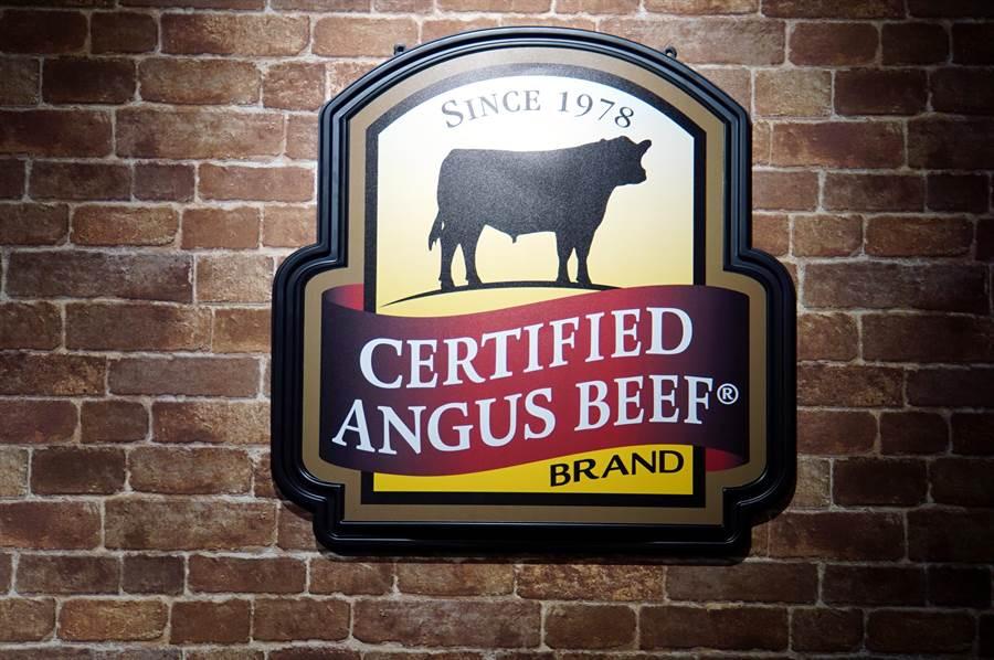 日本最大平價連鎖牛排〈Ikinari Steak〉來台展店,標榜所用美牛都是美國CAB認證安格斯牛,並用直火炙烤。(圖/姚舜)