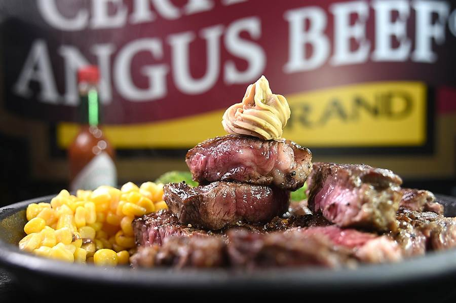 〈Ikinari Steak〉的〈豪爽嫩CAB牛排〉,200公克只要價320元。(圖/姚舜)