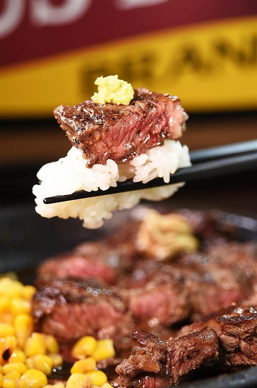 吃牛排配白飯,來自日本的〈Ikinari Steak〉提供外食族另類食趣。(圖/姚舜)