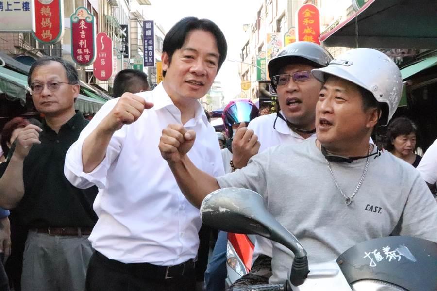 總統擬參選人賴清德5日一早前往三重、蘆洲掃街拜票,受到民眾熱情歡迎。(吳亮賢攝)
