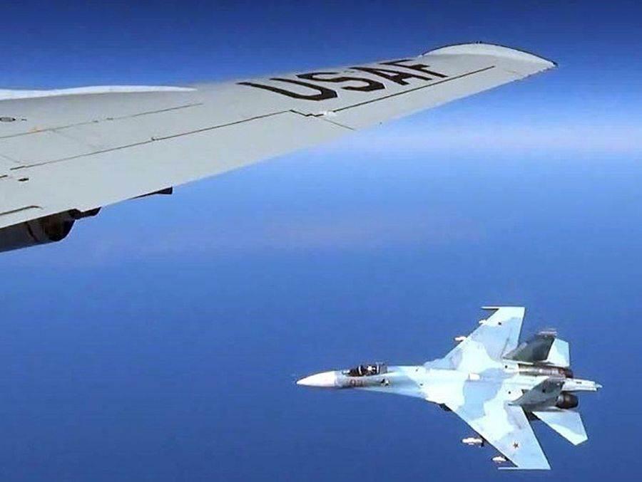 俄國在三小時内三度攔截美國P-8A巡邏機,可以注意的是,俄國近期派出的戰機從Su-27演變成Su-35。(圖/任務與目的)