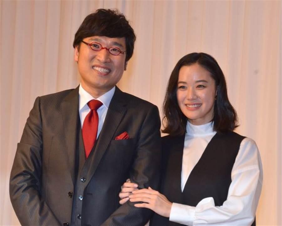 蒼井優今晚首度甜蜜合體新婚丈夫山里亮太。(取自日網)