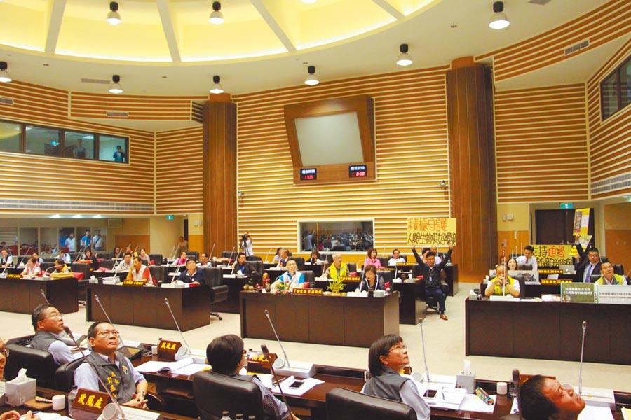 35位議員4日出席表決,苗栗縣石虎自治條例以不通過收場,再度被退回苗栗縣政府。(何冠嫻攝)
