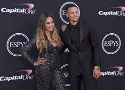 NBA》暴龍球迷羞辱老婆 柯瑞動怒提告