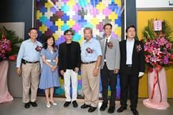 成大中鋼金屬實驗室「鈦金華彩」藝術形象牆揭牌