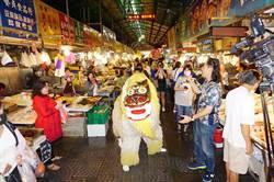 沖繩獅跨海來台過端午 菜市場踩街引婆媽注目
