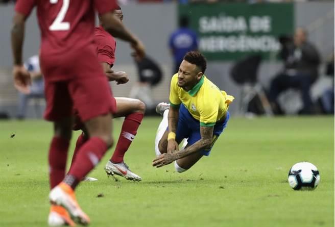 內馬被卡達的馬狄波鏟傷,經診斷為右腳踝韌帶撕裂,宣布無緣月中開踢的美洲國家盃
