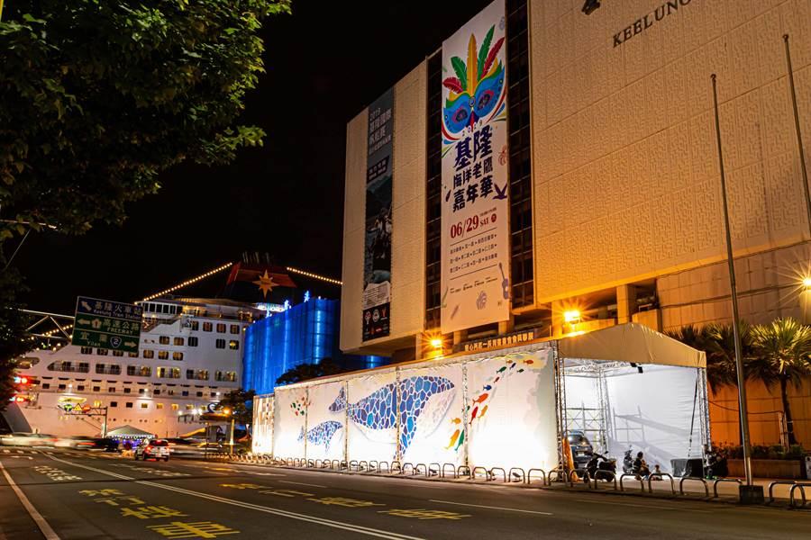 「基隆老鷹嘉年華–海洋工作坊」在基隆市文化中心前廣場登場。(基隆市文化局提供)