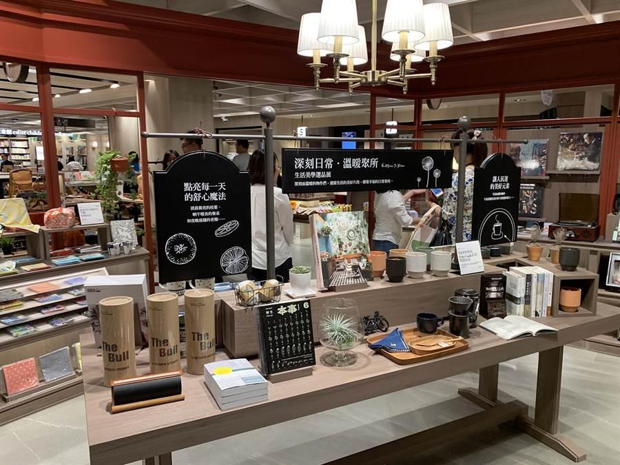 誠品書店也進駐悅誠廣場,風格設計大走英倫風。(柯宗緯攝)