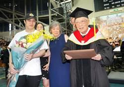 95歲獲博士學位!熊仔與有榮焉「爺爺精神超越肉體」