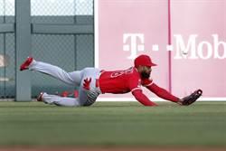 MLB》天使外野手搞烏龍 奶油手讓球迷笑翻
