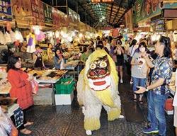 沖繩獅逛市場 熱鬧踩街過端午