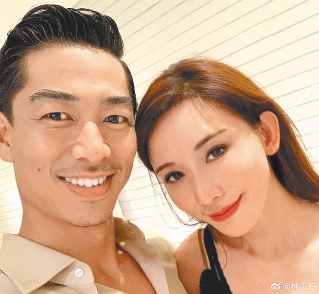 林志玲(右)晒出和老公AKIRA甜蜜贴头照。(取材自微博)
