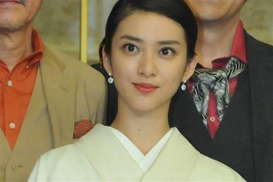 日本超級美女武井咲在演藝事業最高峰時,閃嫁為放浪兄弟主唱TAKAHIRO,夫婦倆育有1女。(取自日網)