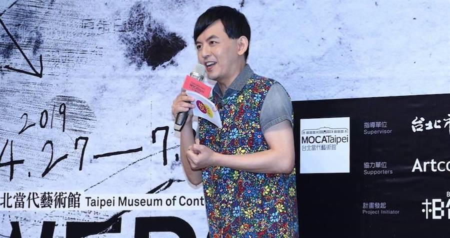 黃子佼祝福好友林志玲結婚快樂。取自臉書