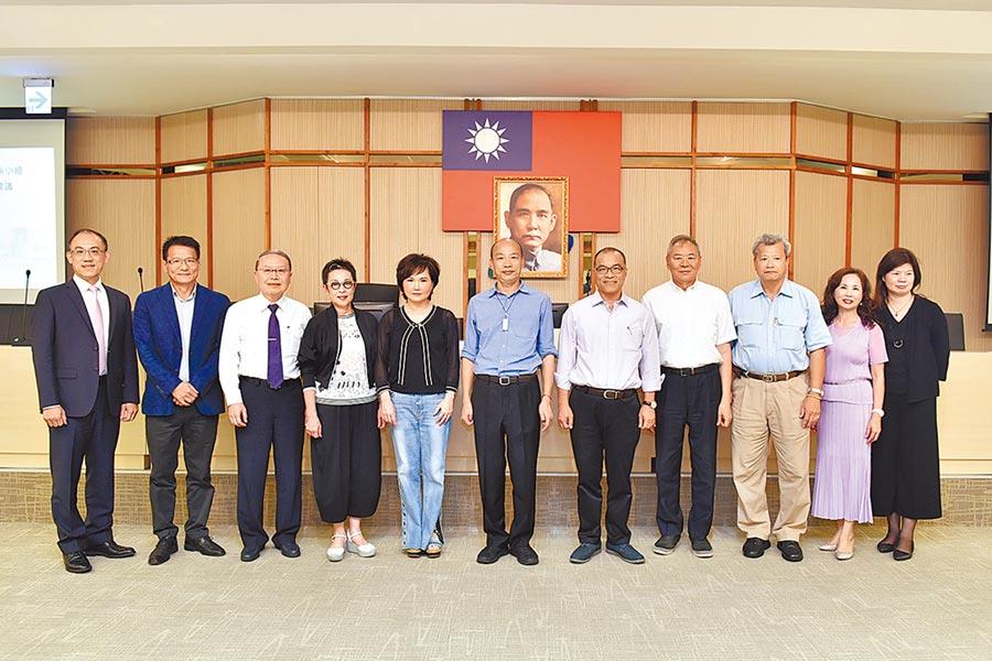 高巿府新一屆「國際關係小組」6日開議。(曹明正攝)