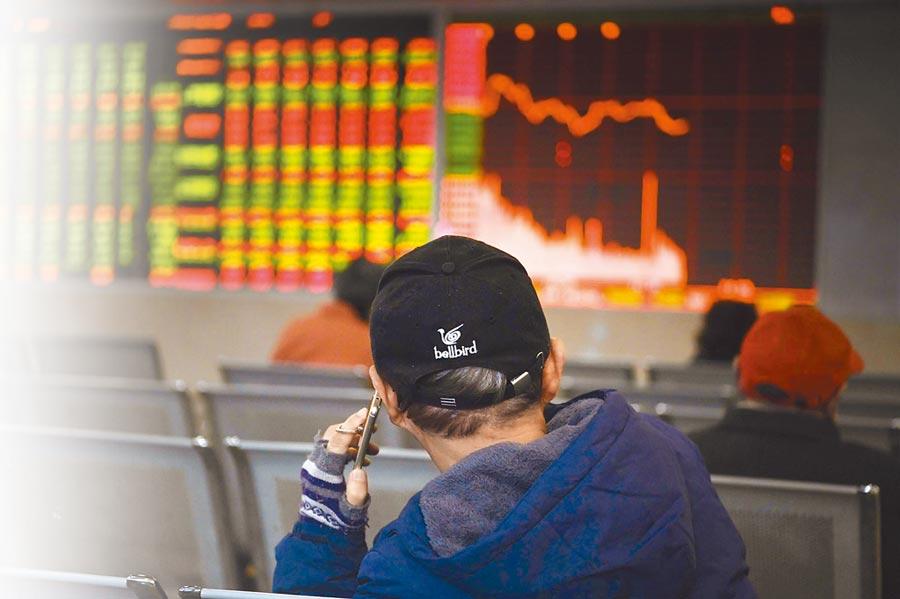 大陸資本市場一直以來都是散戶居多,他們的投資風格不穩定,經常快進快出。(中新社資料照片)