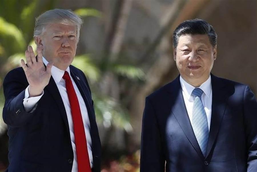 美國總統川普(左)、大陸國家主席習近平(右)。(美聯社)