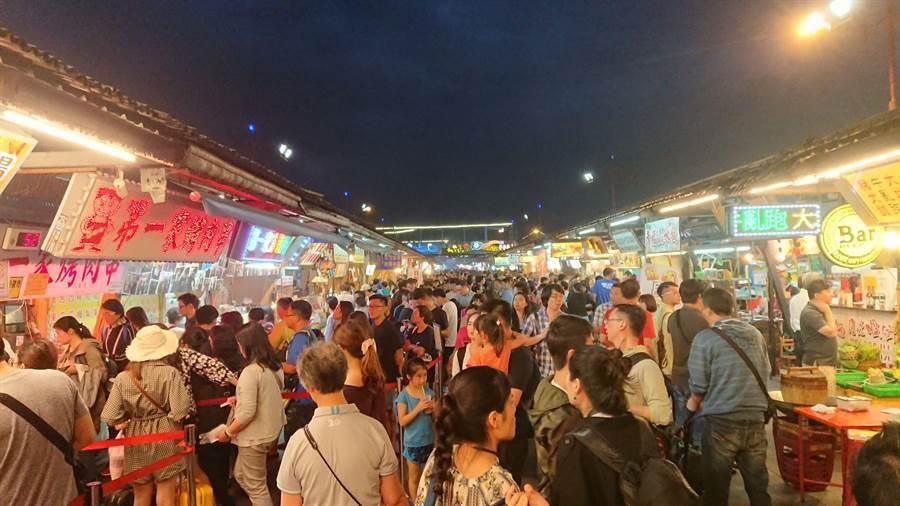 高雄市長韓國瑜造勢活動8日花蓮登場,花蓮旅宿業者跟上韓流,推住房優惠。(報系資料照)