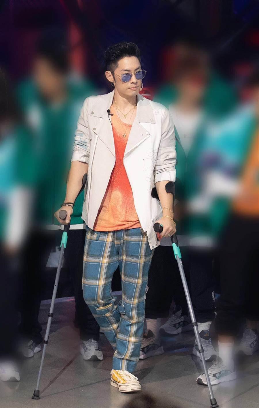 吳建豪日前練舞不慎受傷。(環球提供)