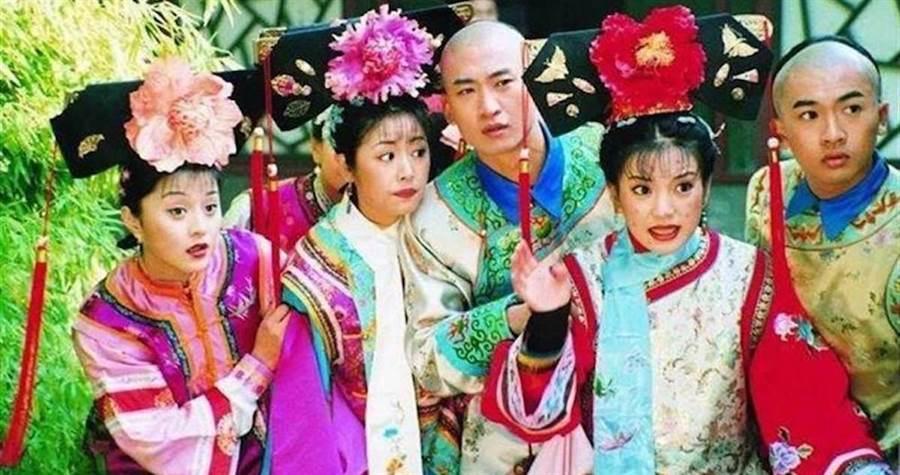 蘇有朋(右)在《還珠格格》劇中飾演五阿哥。資料照
