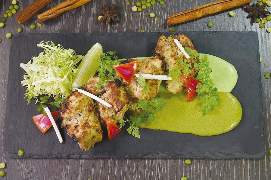 〈白酱窑烤嫩鸡块〉的鸡肉经过二次腌渍赋味,上菜时并用了两种薄荷酱提味。图/姚舜