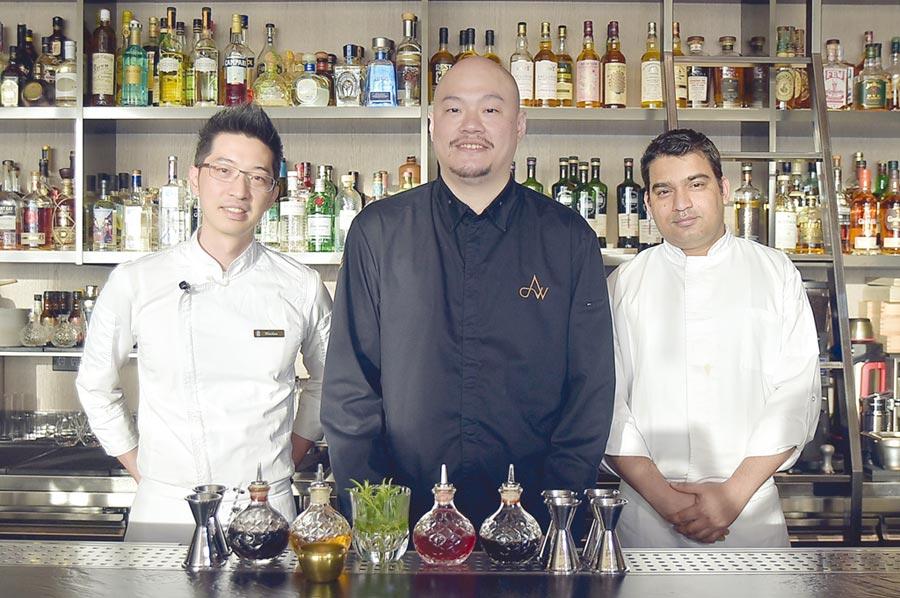 世界调酒冠军Aki Wang与台籍厨艺总监Nicolas和印度籍主厨Sudhir携手创作,打造把〈Saffron46〉的Fine dining用餐体验。图/姚舜