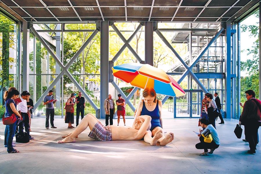 榮‧穆克《Couple under an Umbrella》。(時藝多媒體提供)圖片提供/時藝多媒體