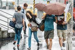 全台19縣市豪大雨特報 高屏、台南一級淹水警戒