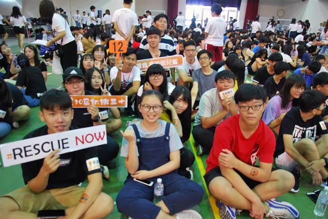 台南市31所高中職1812名學子會師台南高工體驗飢餓12個小時。(洪榮志攝)