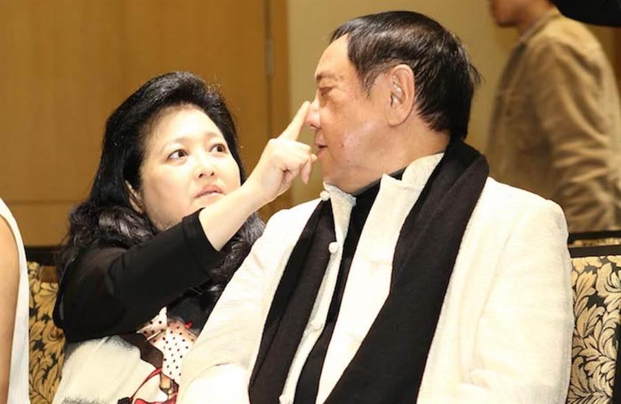 沛小嵐(右)對老公馬如龍(左)十分體貼,兩人結婚38年,一同照顧9個孩子。(資料照)