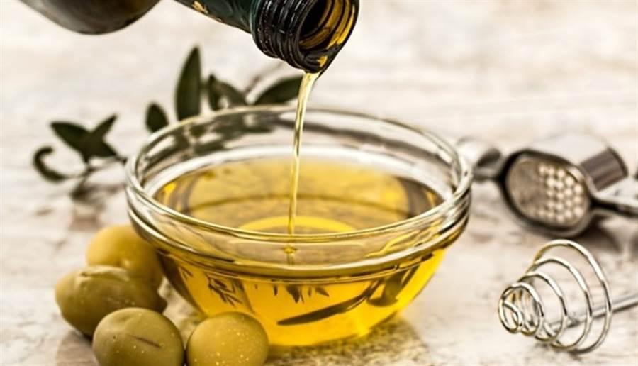 以蔬食、橄欖油為主的飲食,有益老年人健康。圖片來源:pixabay