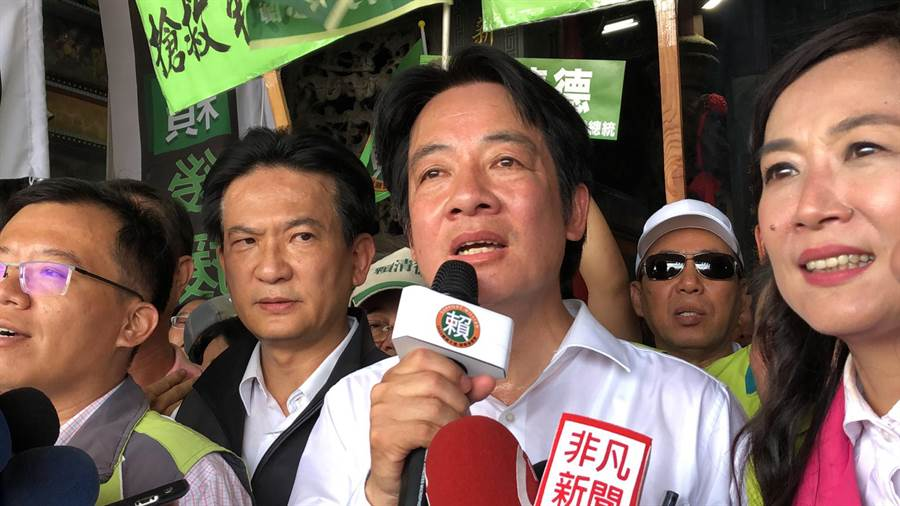 民進黨總統初選候選人賴清德回到大本營台南市車隊掃街,受到子弟兵及支持群眾熱烈歡迎。(洪榮志攝)