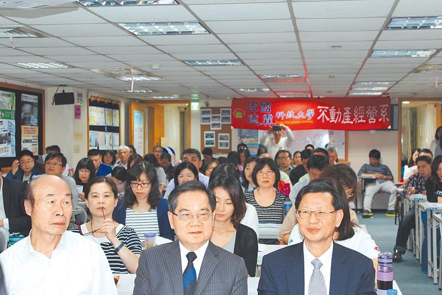 與會專家學者陳培良(右一)、林旺根(右二)、王年水(左一)。圖片提供台灣法學研究交流協會