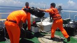 影》直擊海巡撈回大批無主菸 市價約750萬