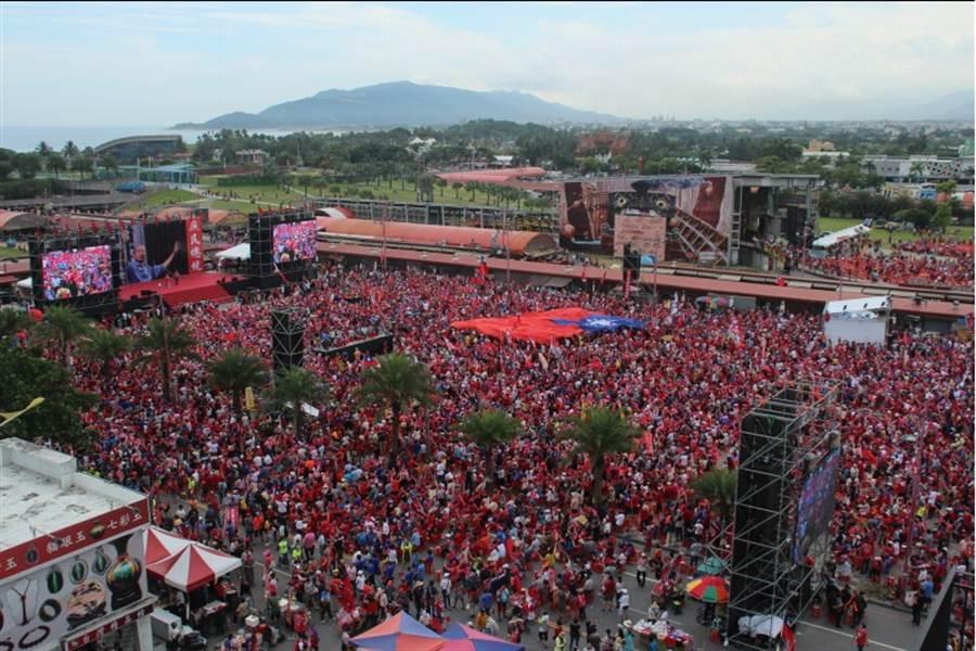 「決戰2020·贏回台灣」韓國瑜前進花蓮大造勢,現場湧進10萬多名韓粉。(資料照片,張祈攝)