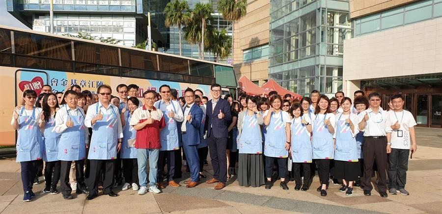 夢時代將在亞洲新灣區深根邁入第13年,曾發起82場捐血活動,募集超過180萬c.c.的血量。(業者提供)
