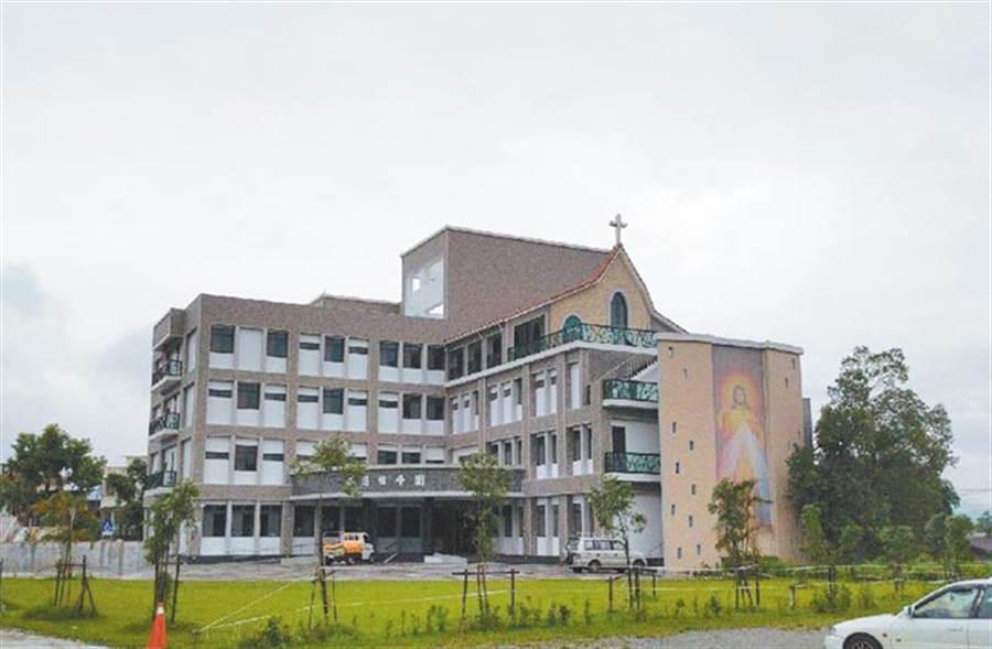 劉一峰神父籌建10年為老憨兒 籌建怡峰園,終於完工。(許家寧攝)