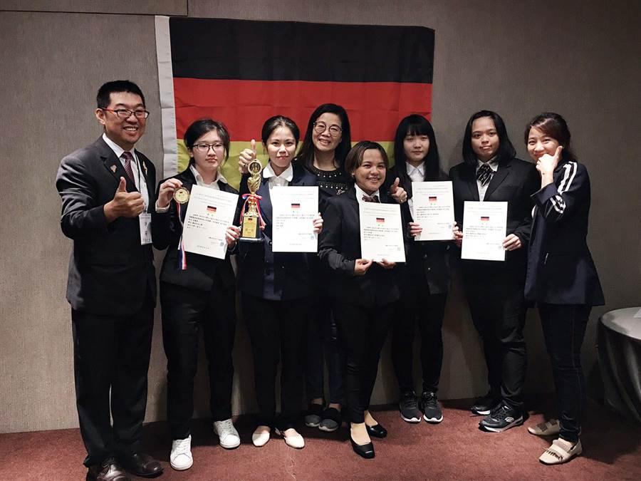 龍華科大學生參加2019萊茵盃葡萄酒盲飲品評競賽,獲得1金1銅3佳作共5項大獎。(賴佑維翻攝)