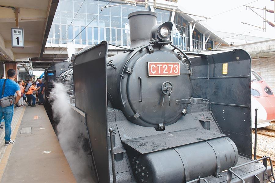 台鐵慶祝132周年,「機關車女王」CT273蒸汽火車頭重新在花蓮亮相。(許家寧攝)