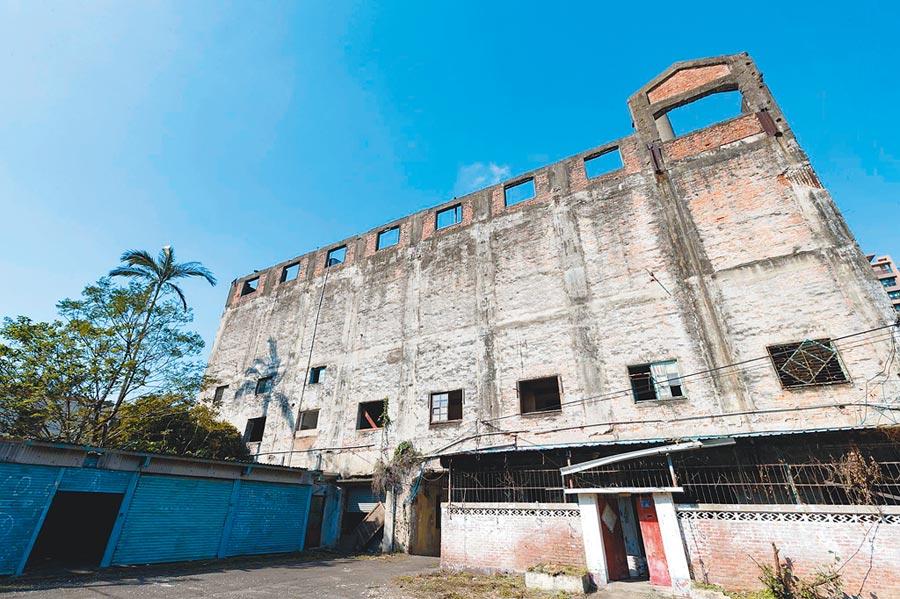 新竹「日本海軍第六燃料廠」因公辦都更面臨拆除危機,文史界掀起古蹟保衛戰。(徐養齡翻攝)