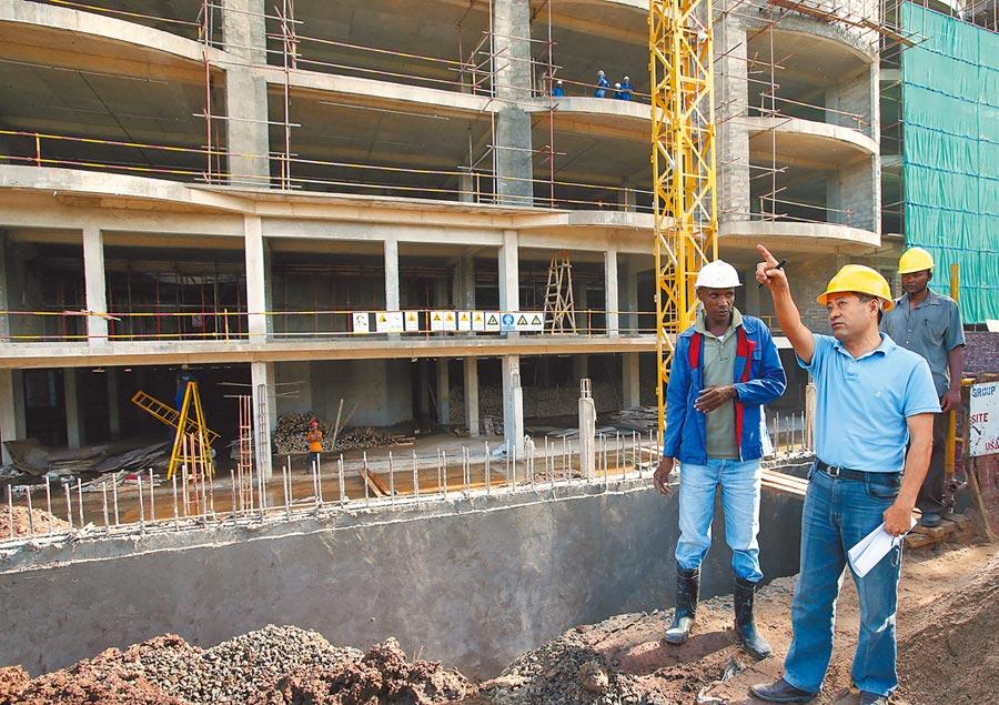 中國民營建築企業在坦尚尼亞贏得良好口碑。(新華社資料照片)