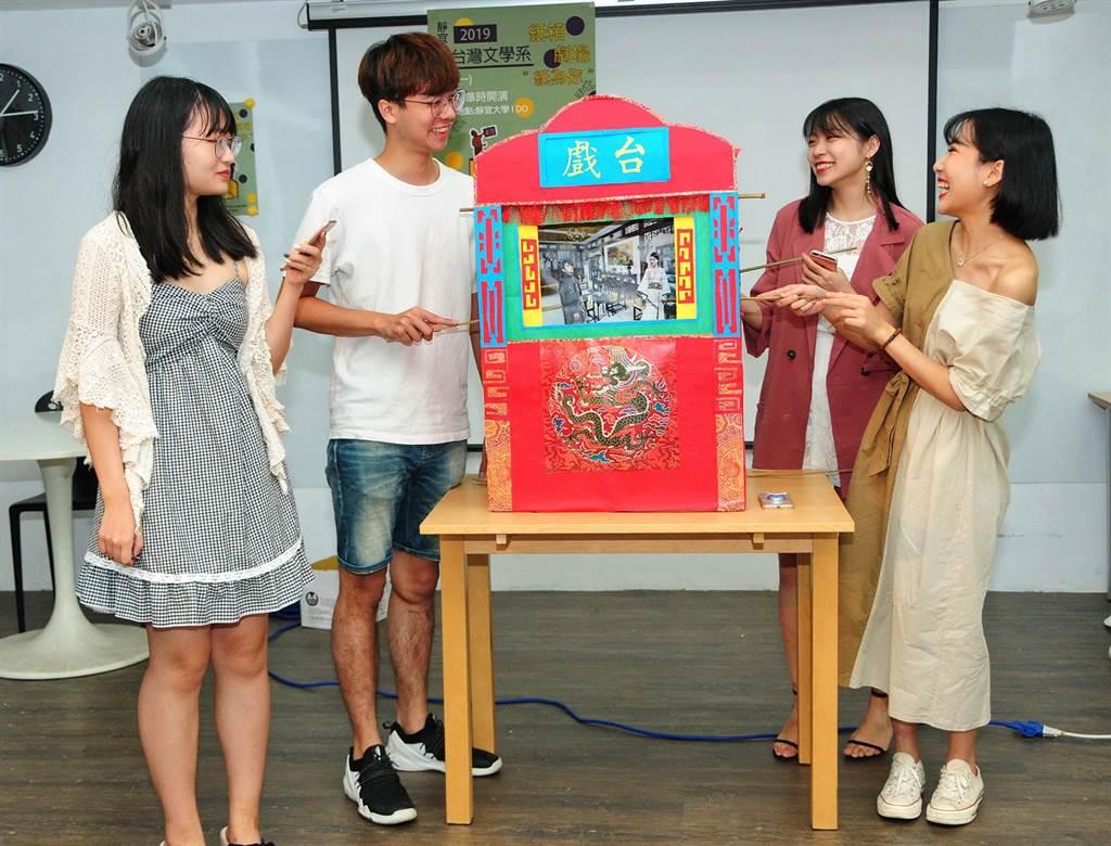 國外行之有年的「紙箱劇場」展演技術,是最古老的多媒體及環保劇場,故事場景與舞台手法類似童玩「紙娃娃」。(陳世宗攝)