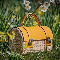 MOYNAT今夏「偷閒」 帶美人魚、藤編小箱包旅行去