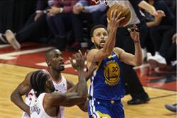 NBA》浪花兄弟連飆三分球 勇士險勝暴龍續命