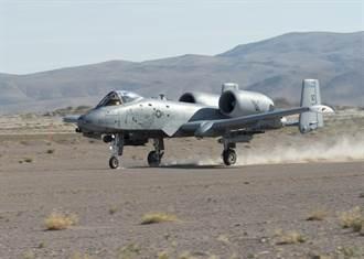 國道起降太EASY! A-10攻擊機降落礫石路面