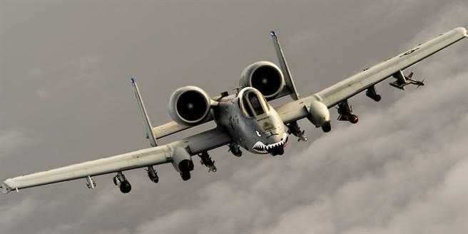 A-10可以攜帶大量彈藥,是極佳的支援攻擊機。(圖/美國空軍)