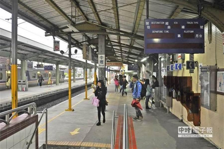 圖為台鐵月台。(資料照)